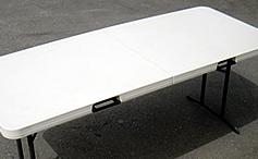 大きく安定したテーブルを使用しています。(185cm×75cm)<br/>※テーブルの台数は、ご注文の人数に応じてご用意致します。