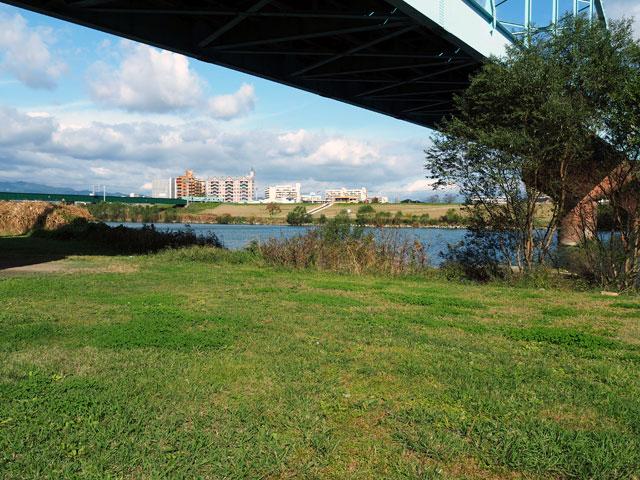 久留米リバーサイドパークの橋の下